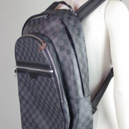 Sac à dos Michael Louis Vuitton de profil fermé