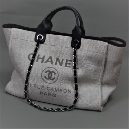 Chanel sac plage Deauville toile grise