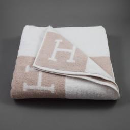 Serviette de bain modèle Avalon beige blanc Hermès