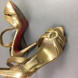 Semelle rouge Louboutin et nu pieds dorés