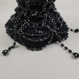 Collier de chien en perles de verres noires.