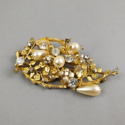 Broche feuillage en métal doré