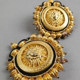 Médaillon en métal doré gravure tête Médusa