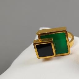 Bague réglable à double baguettes et carrés superposés de résine verte et noire